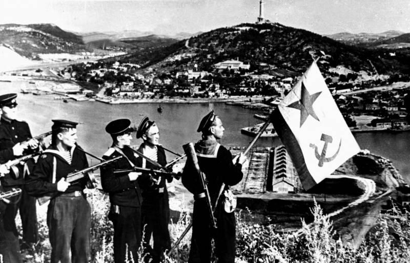 """Разгром Японии в 1945 году — """"ошибка"""" СССР. От России требуют извинений"""