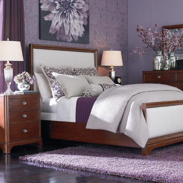 интерьер спальни в стиле модерн с сиреневым ковром на полу