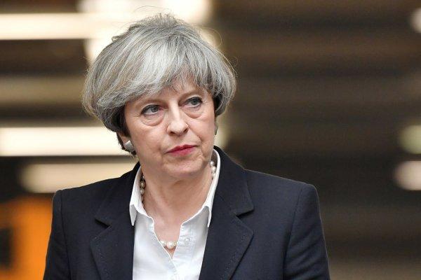 Расследование британских СМИ: ложь Мэй может стоить ей поста