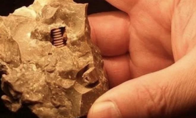 Шестеренки внутри камня. Ученые пытаются понять, как металл правильной формы попал внутрь древней породы Культура