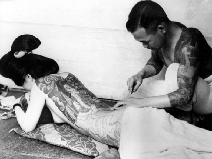 Нанесение татуировки «Дзигоку–таю».