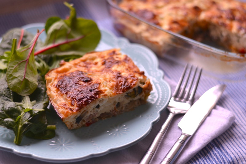 Заливной пирог с мясом, овощами и творогом