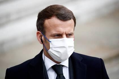 Макрон назвал сроки «тяжелого периода» борьбы с пандемией Мир