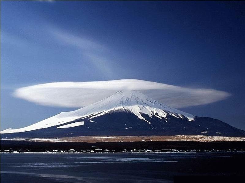 Знакомьтесь:   Лентикулярные облака