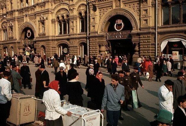 У входа в ГУМ, 1964 СССР, история, фото