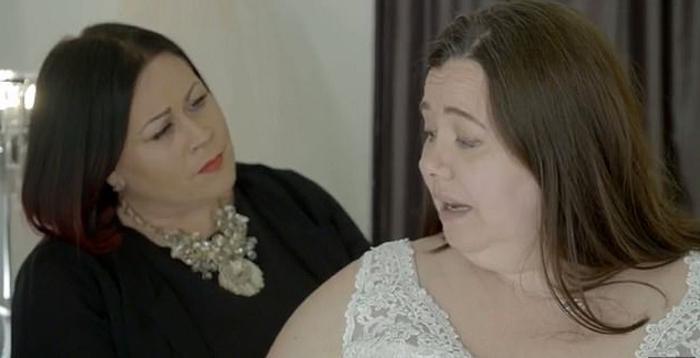 Ей - 47, ему - 26, и это - любовь с первого взгляда. На свадьбу выбрано белое кружевное платье