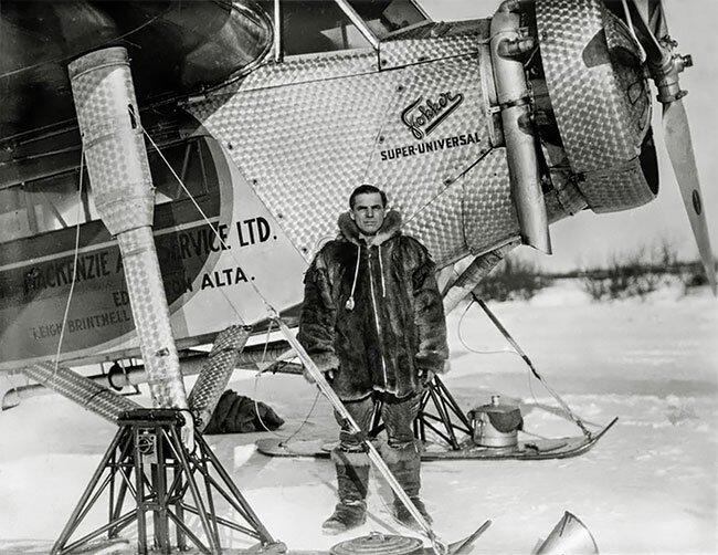 Летчик Ли Бринтнелл у авиалайнера Fokker Super Universal, 1935 интересно, исторические кадры, исторические фото, история, ретро фото, старые фото, фото
