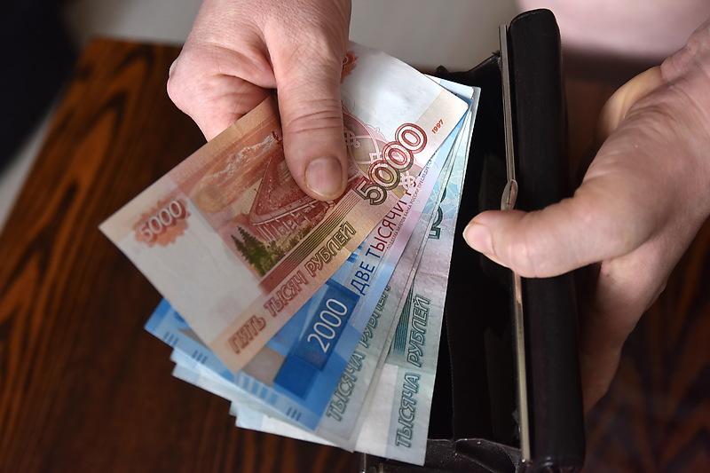 Блеск и нищета: опубликованы данные о зарплатах петербуржцев