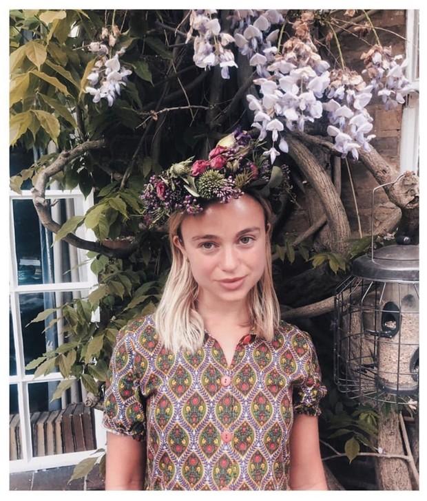 Время носить венки и цветочные принты как британская «принцесса» — леди Амалия Виндзор (фото 1)