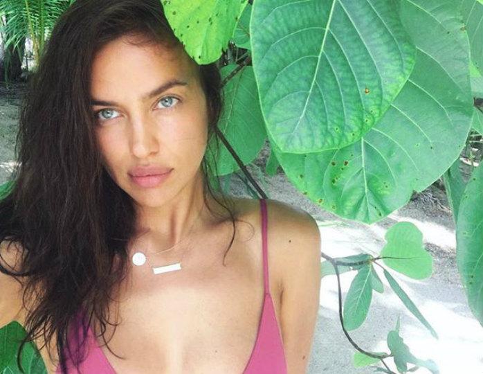 «Повезло Куперу»: Ирина Шейк взбудоражила поклонников снимками в мокром купальнике