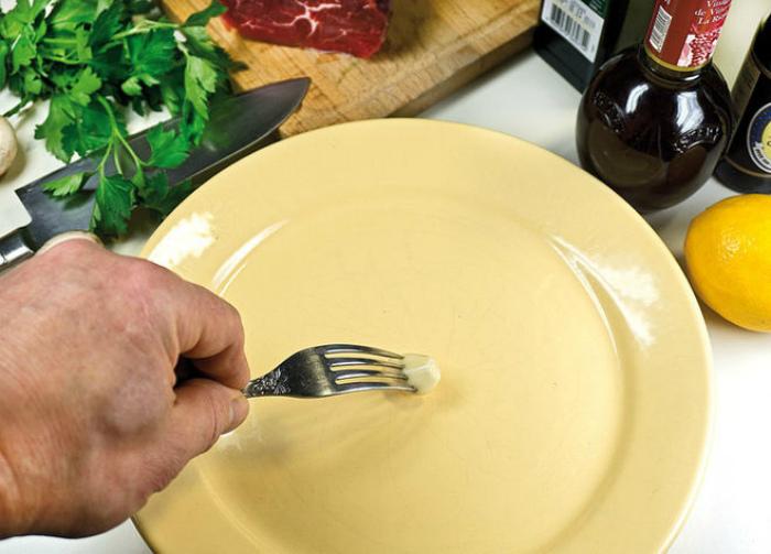 Если во сне перемытую посуду вы складываете в стопки и относите на место, сонник лоффа объясняет это тем, что вы хотите показать себя с лучшей стороны.