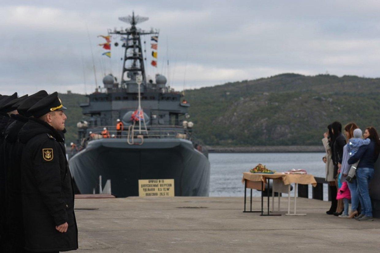 На крейсере «Адмирал Кузнецов» впервые поднимут орденский военно-морской флаг