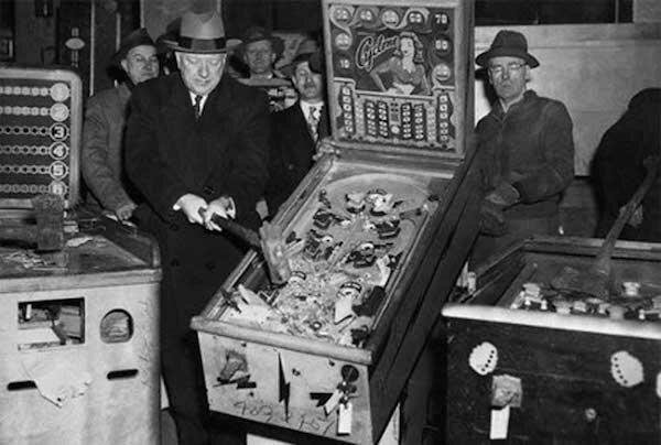 8. Пинбол долгое время был запрещён в Нью-Йорке как азартная игра горилла, истории, кино, китай, корея, факты, япония
