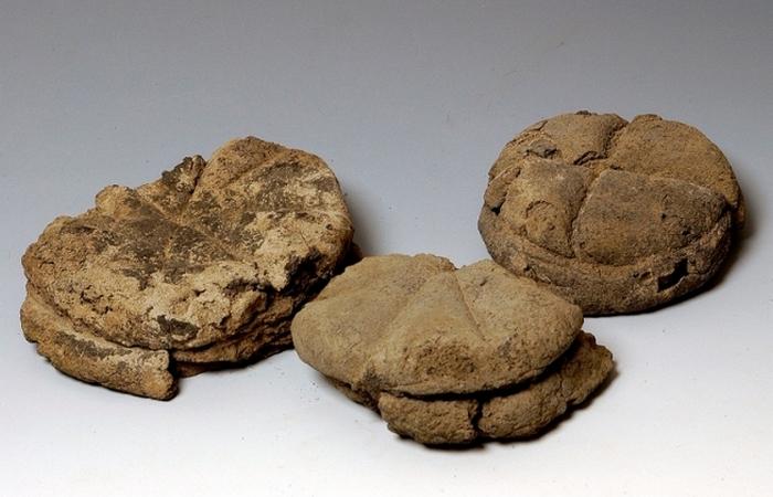 Хлеб сохранил свою форму и текстуру.