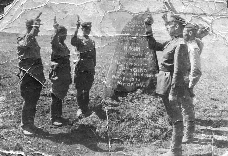 Последний салют по погибшим товарищам. 14 мая 1944 г. #Фотографии, #история, #факты, .война