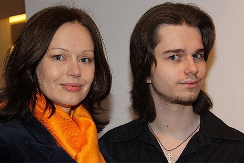 «Мне до сих пор трудно это принять»: Ирина Безрукова уехала на необитаемый остров ради погибшего сына