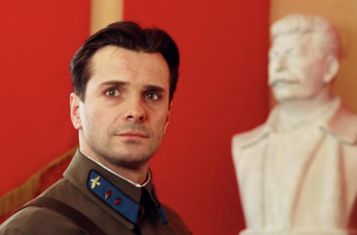Популярный актёр Сергей Астахов влюбился в учительницу