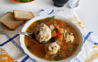 Суп с фрикадельками из курин…