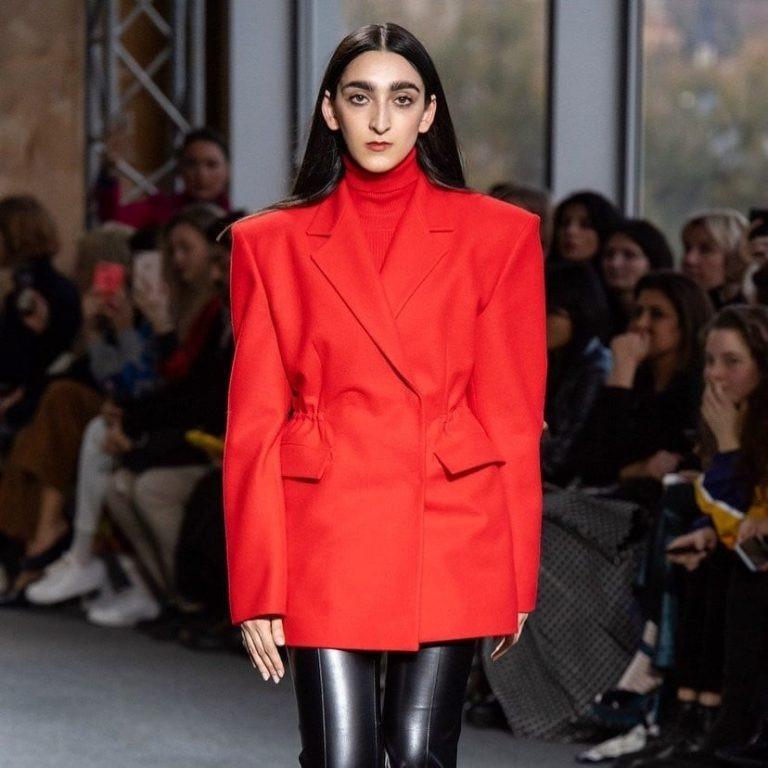«Покорила мир моды и стала музой Gucci»: в сети обсуждают новый снимок Армине Арутюнян