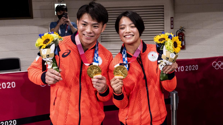 Брат и сестра разрыдались, завоевав по золотой медали на Олимпиаде в течении часа Спорт