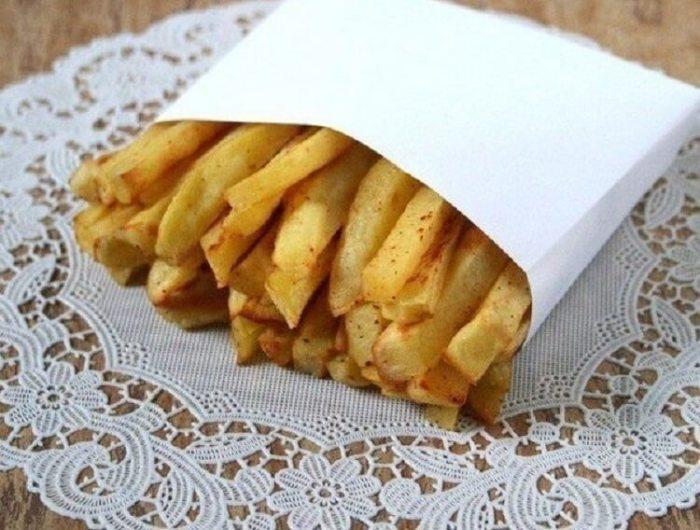 Картофель фри без масла готов.