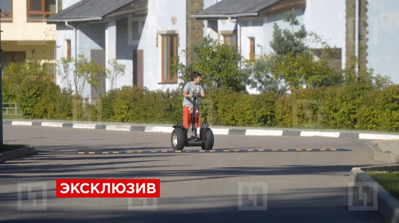 Николай Басков не узнает на снимках родного сына
