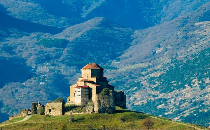 Страна горных вершин, долгожителей, вина и солнца