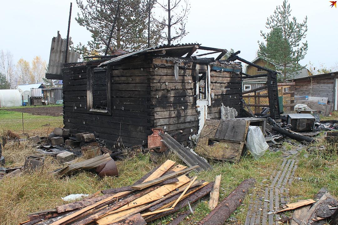 Дачный домик полностью сгорел Фото: Алиса КОЗЛОВА