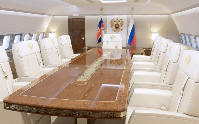 Самолет Владимира Путина внутри.