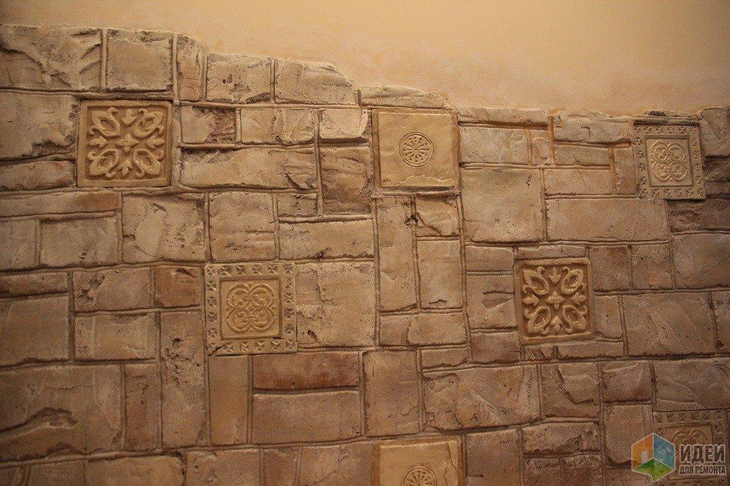 Часто делаем кирпичики... Но разве каменная кладка хуже смотрится? Особенно если добавить декоры из коллекций керамической плитки.