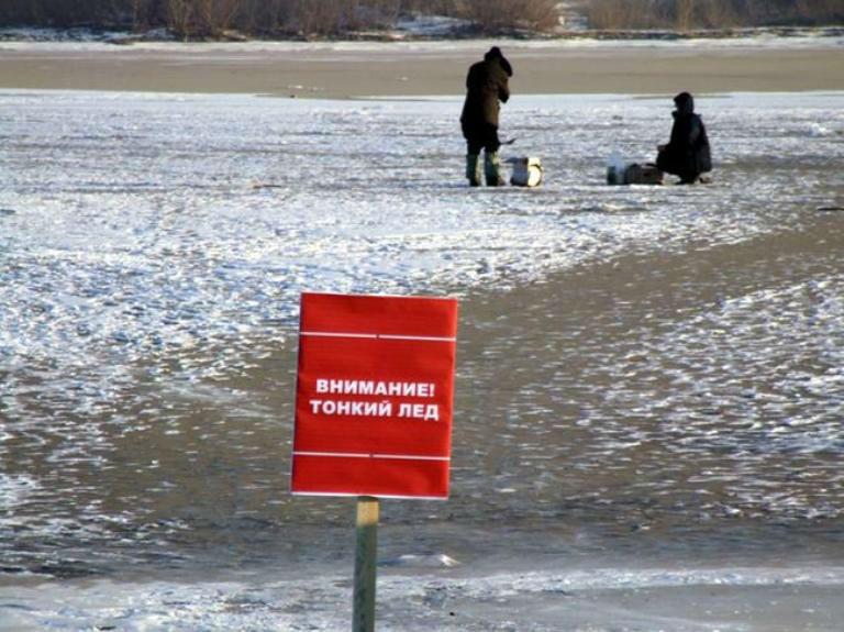 Как выйти из воды если вы провалились под лед