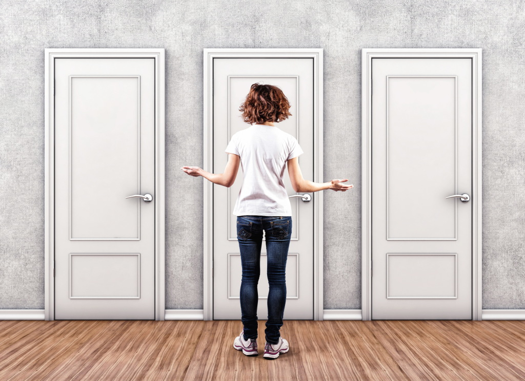 Как декорировать дверь своими руками