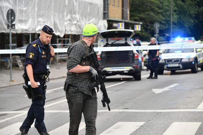 Стрельба в Швеции, есть пост…