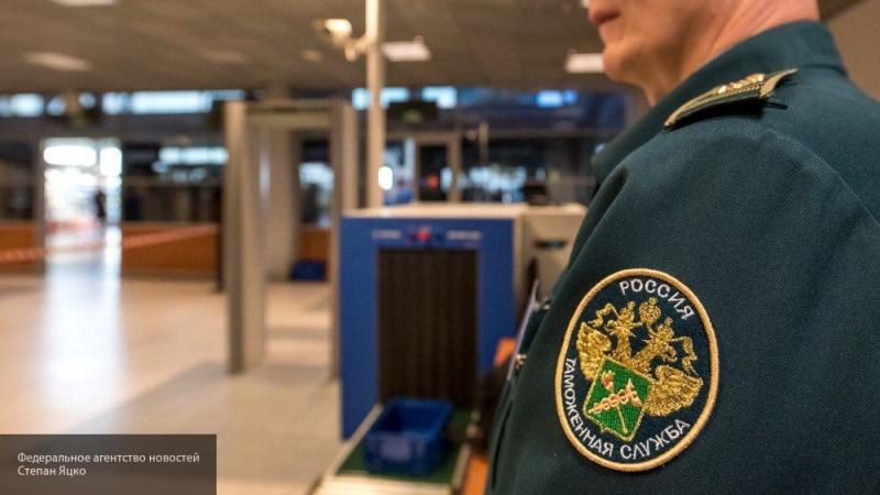 Через псковскую границу незаконно пытались провести спрей и диспенсер для мыла