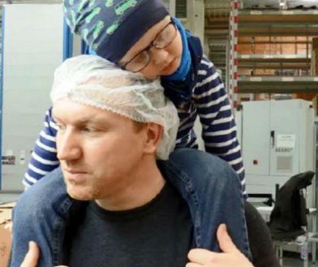 Мужчина собирался уволиться, чтобы ухаживать за сыном, но вмешались коллеги по работе