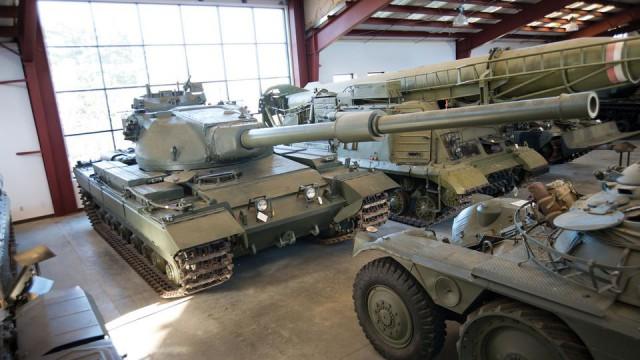 В Калифорнии музей с молотка распродаст танки