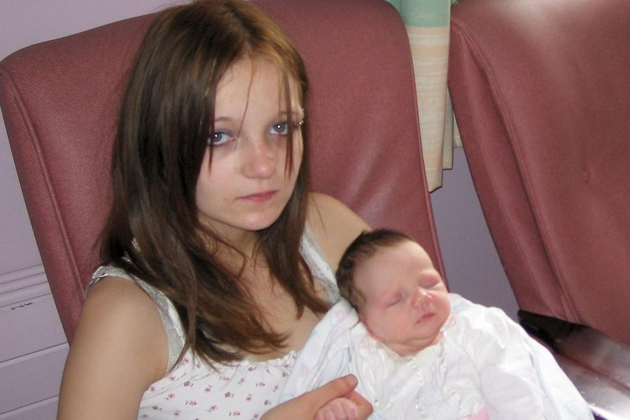 Трахнул свою дочь и мать, Секс с дочерью » Порно мамочки онлайн Full HD 13 фотография