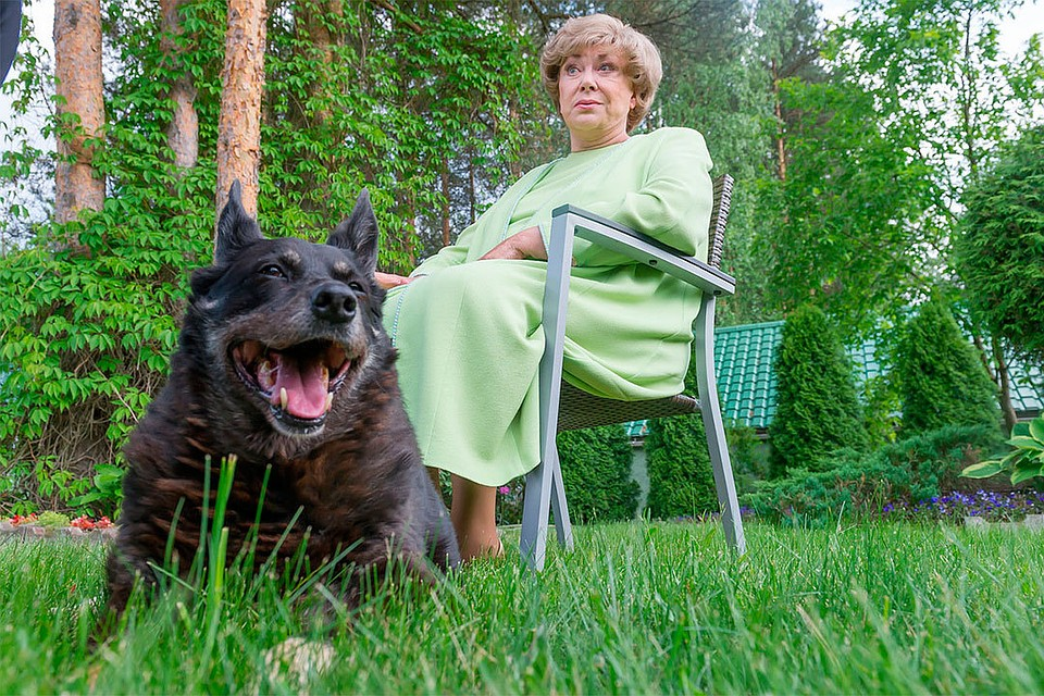 """""""Отчим бил меня, считал, что я шляюсь"""": Эдита Пьеха впервые за много лет откровенно рассказала о семье"""