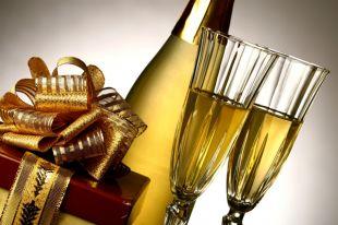 Из каких бокалов лучше пить шампанское?