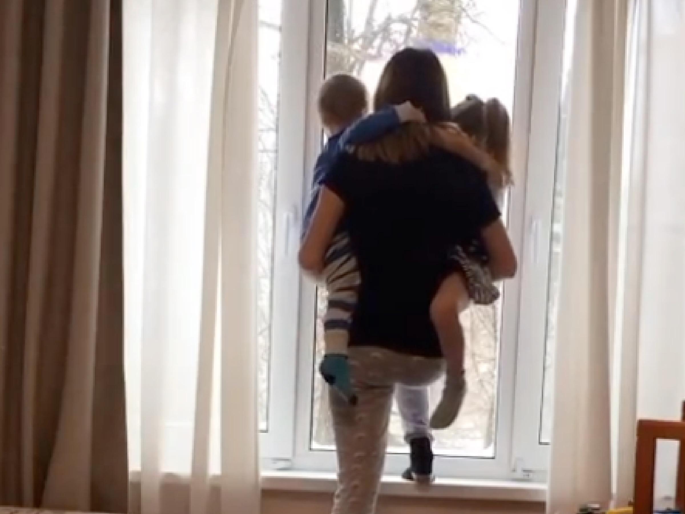 «Хочу умереть»: Екатерина Диденко шагнула в окно с детьми