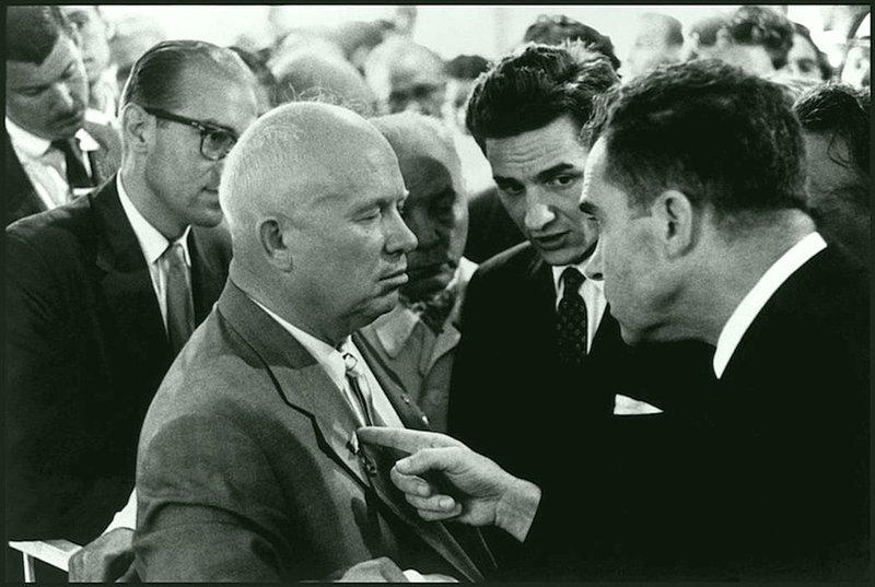 Эллиот Эрвитт - Никита Хрущев и Ричард Никсон, Москва, 1959 Весь Мир в объективе, история, фотография
