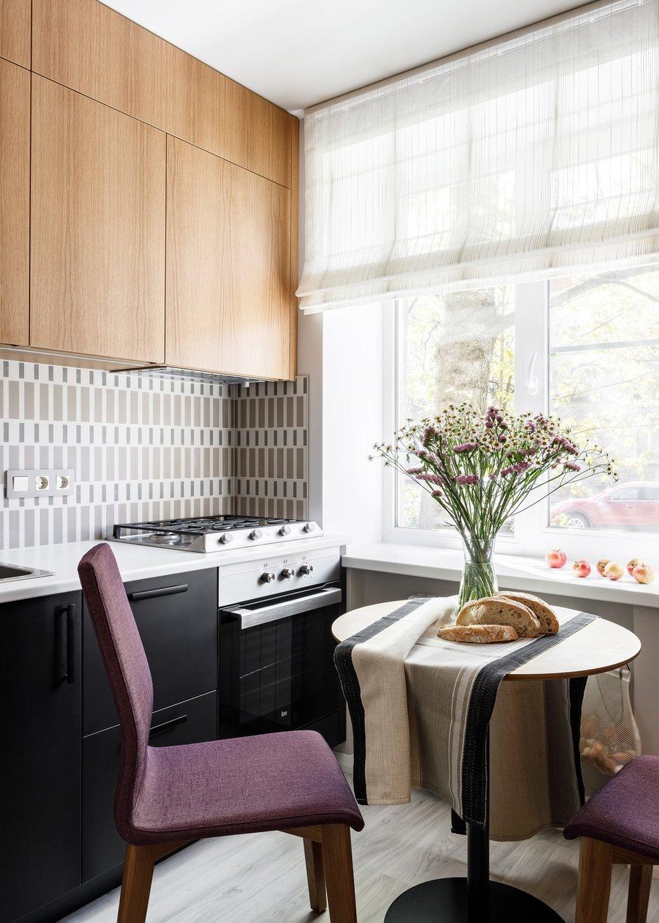 Расширили кухню и добавили гардеробную: переделка типовой двушки для мамы