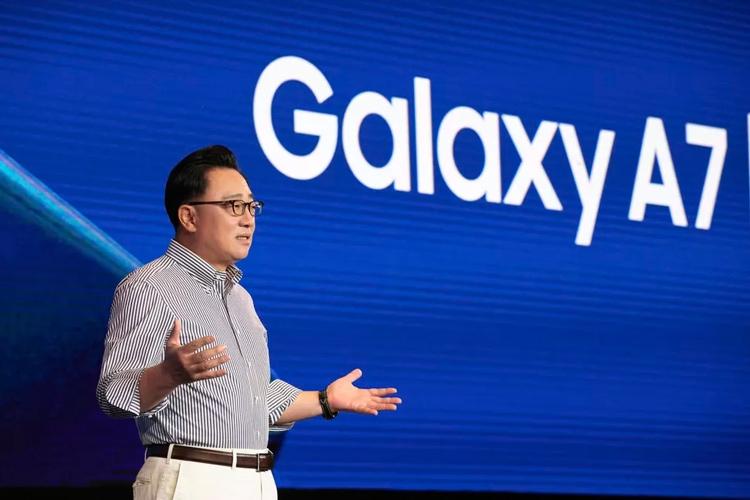 Первый складной телефон Samsung на самом деле будет планшетом