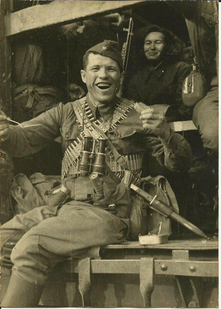 Ну и напоследок хочу поделиться фотографией этого веселого Красноармейца. #Фотографии, #история, #факты, .война