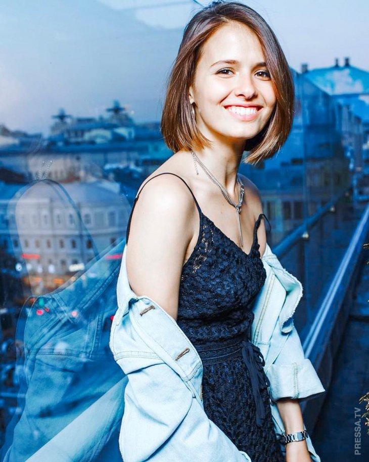 Красавицы российской эстрады и кино: Любовь Аксенова