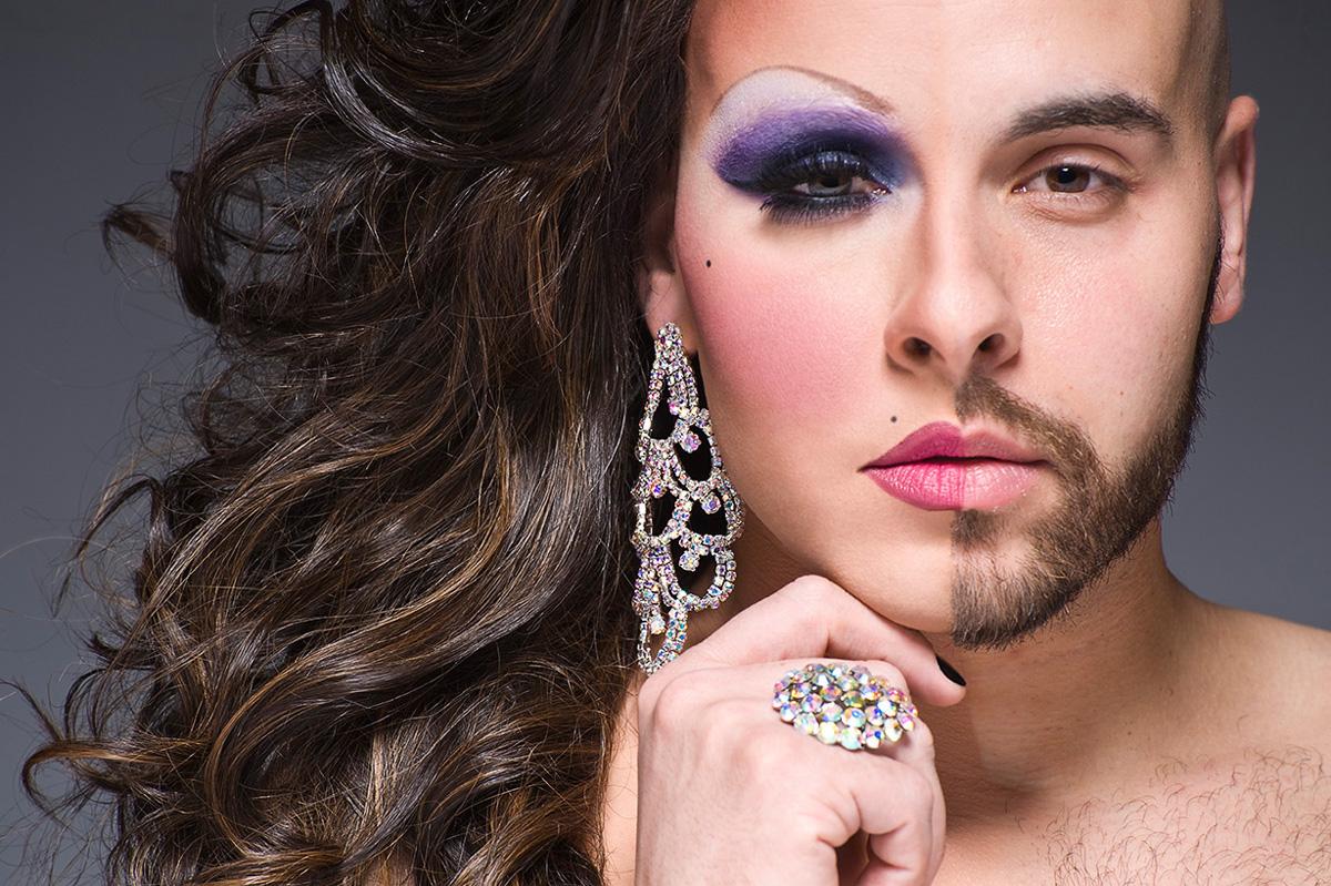 являлся автором трансвеститы мужчины фото связи