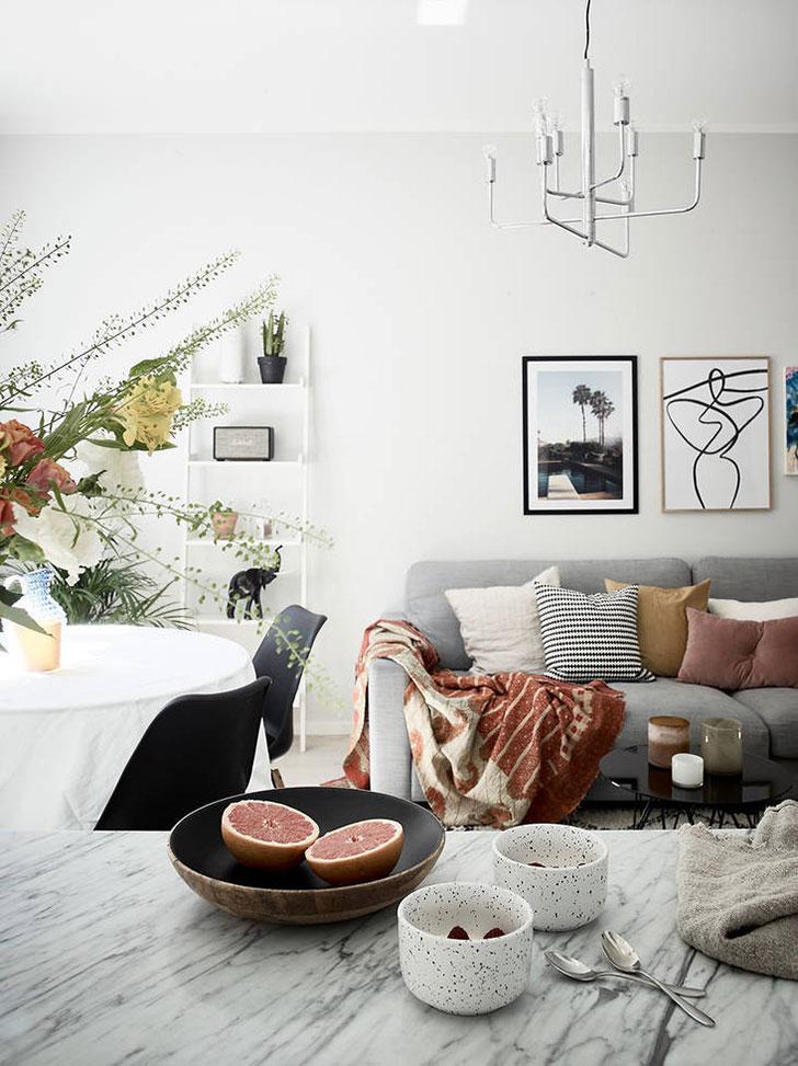 Солнечный скандинавский интерьер двухкомнатной квартиры
