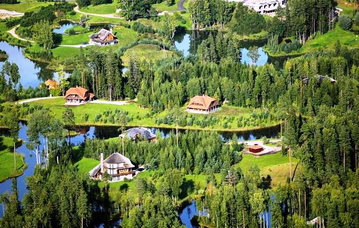 Латвийский миллионер построил «Город Солнца», выкупив 3000га леса