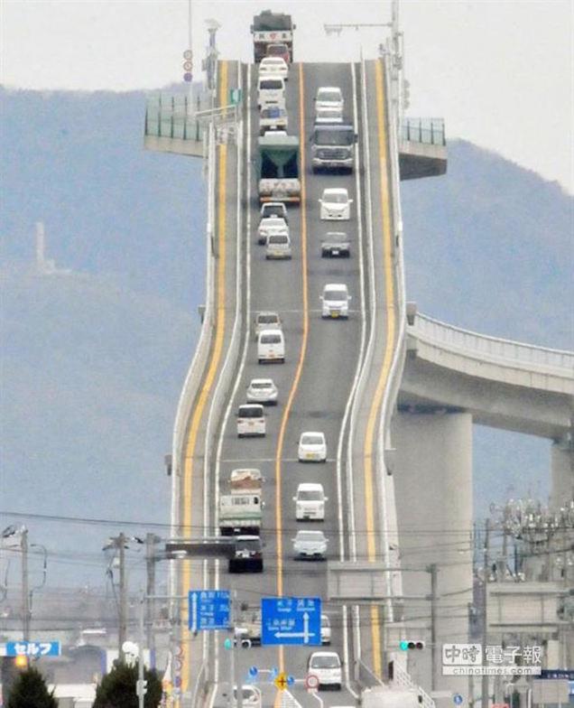 Безумный мост в Японии
