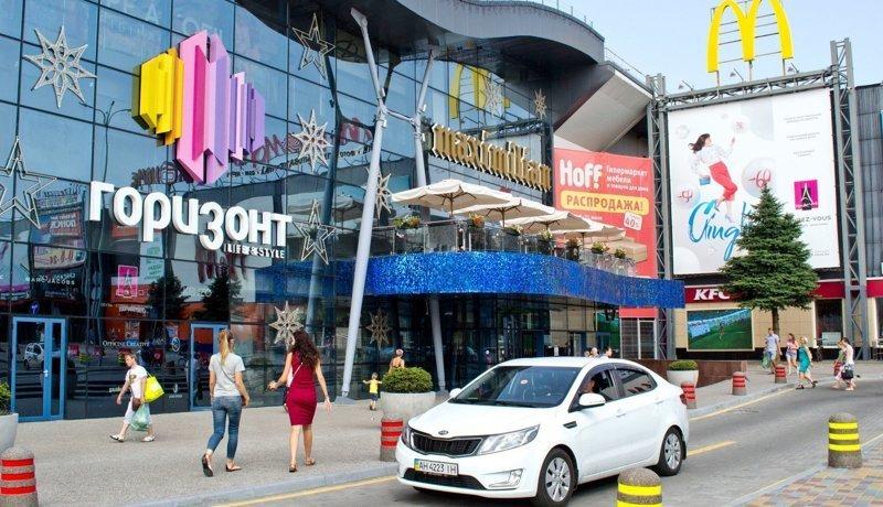Эффект линзы: Lexus расплавился на парковке ростовского ТЦ